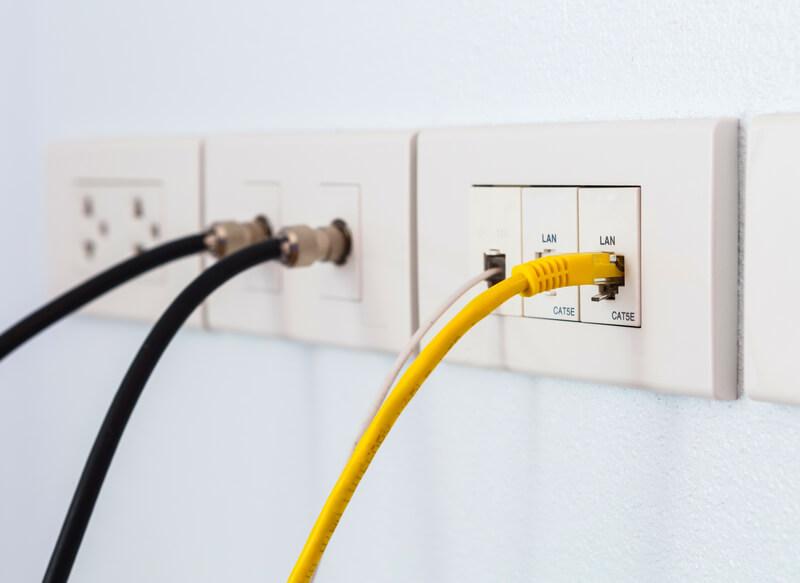 utp kabel in de muur